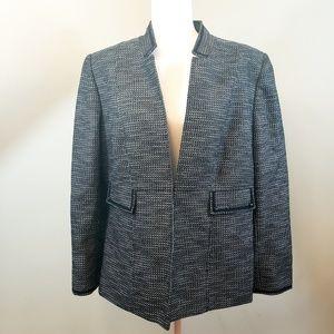 Tahari black and white blazer Plus Sz 18